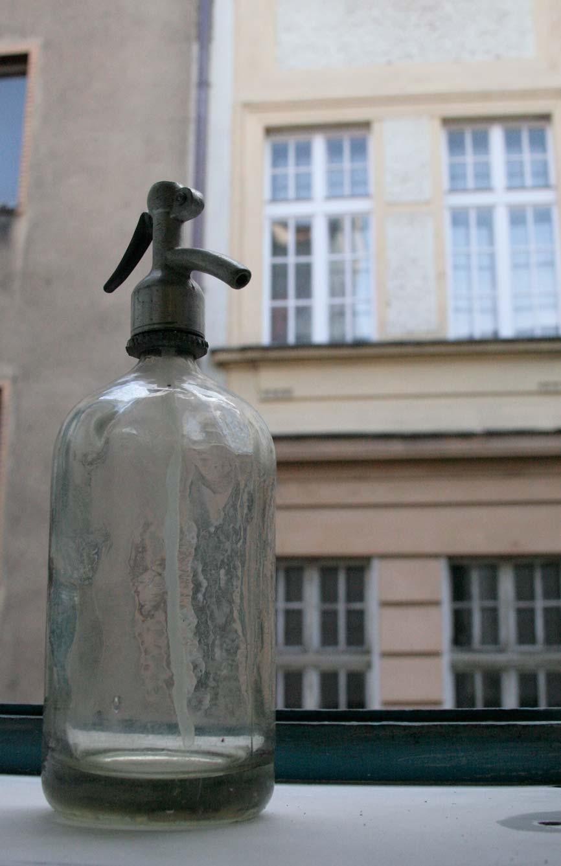 Striekať fľaše s vodou