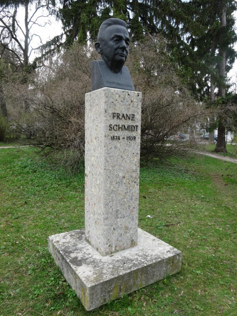 https://bratislavskerozky.sk/wp-content/uploads/2019/11/Franz-Schmidt-Park-768x1024.jpg